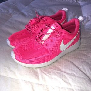 Shoes - Women's/Kid's Nike Roshe